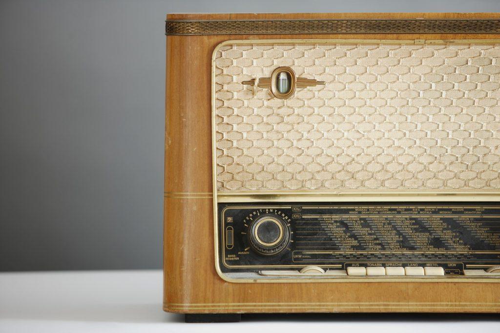 radio-1773304_1280