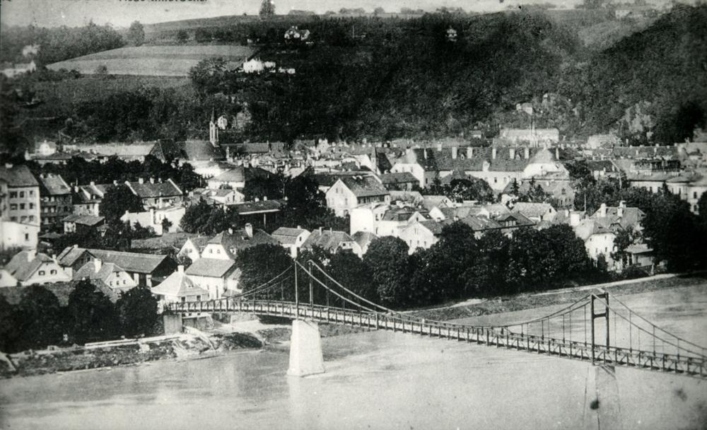 Hindenburgsteg mit Stadtansicht © Stadt Passau
