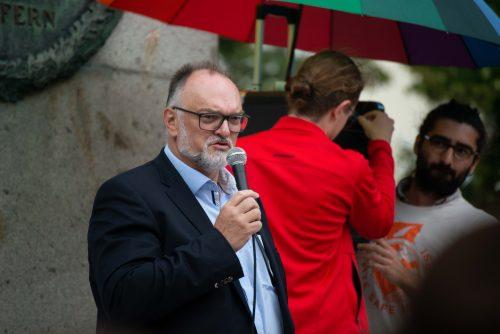 """Oberbürgermeister Jürgen Dupper auf der Demonstration """"Schafft sichere Häfen"""". © Hans Schweighöfer"""